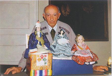 Л.Перинич и его куклы