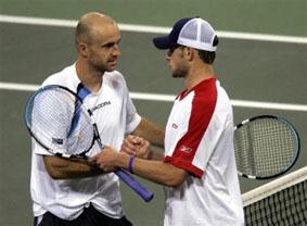 Andy Roddick congratulating Ivan Ljubicic, USA, Davis cup, 2005 (AP Photo/Kevork Djansezian)