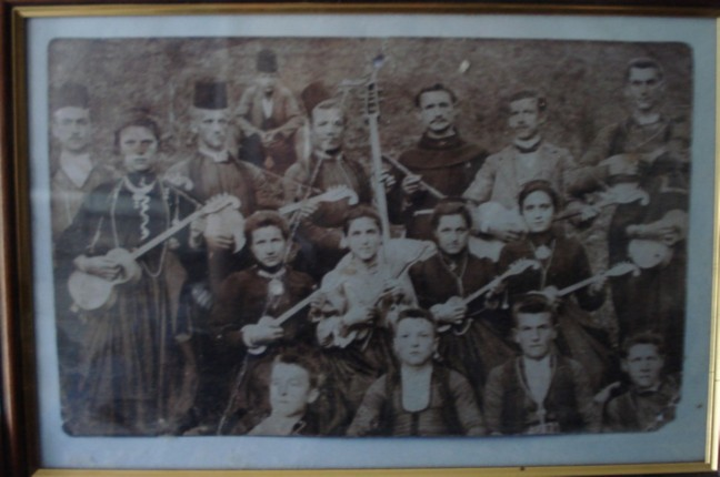 Mixed tamburitza orchestra from Kresevo, BiH (photo from the Kresevo Franciscan monastery)