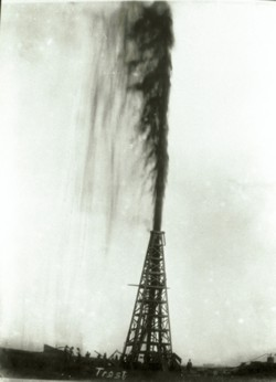 Lucas gusher, 1901 (www.spindletop.org/history/2.htm)